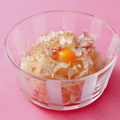 うずらの卵のせ玉ねぎサラダ