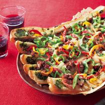ミートソースとパプリカのバゲットピザ