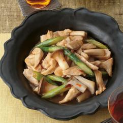 鶏とアスパラのピリ辛オイスター炒め