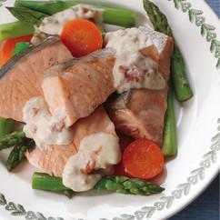 鮭とアスパラのフライパン蒸し 梅マヨソース
