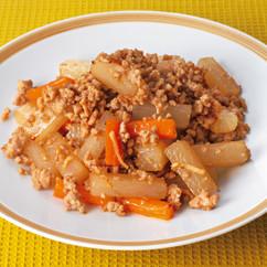 鶏ひき肉と大根のしょうがじょうゆ炒め