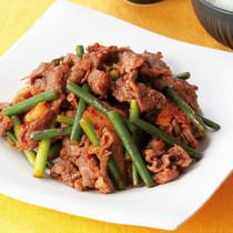 牛肉とにんにくの茎のキムチ炒め