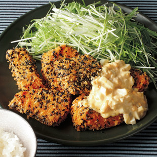 黒ごま風味の鮭フライ らっきょうタルタル