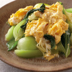 青梗菜と卵の塩炒め