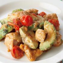鶏肉とアボカドのごまマヨ炒め