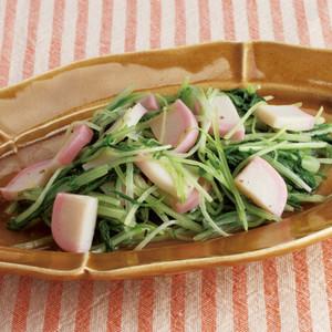 水菜とかまぼこのごま油風味塩炒め