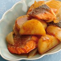 鮭とじゃがいものカレーじょうゆ炒め