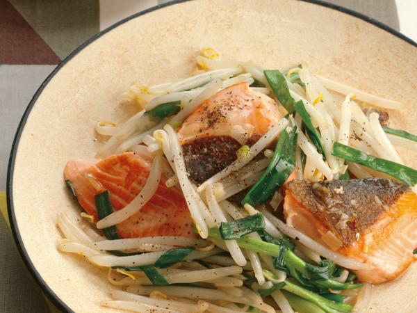 鮭ともやしの塩とろみ炒め