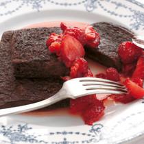 ダブルチョコのフレンチトースト いちごマリネソース