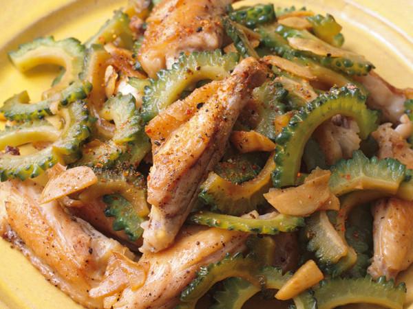 鶏スペアリブとゴーヤーのしょうが炒め