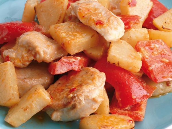 鶏肉とじゃがいものピリ辛マヨ炒め