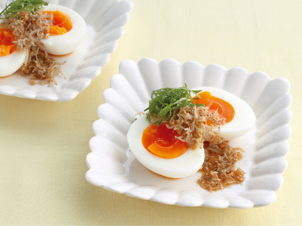 半熟卵のじゃこ酢じょうゆがけ