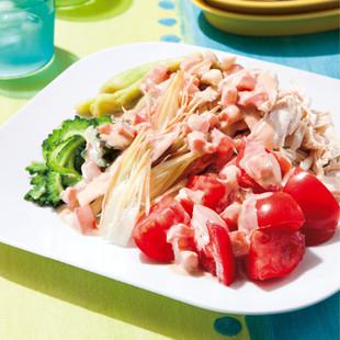 蒸し鶏と夏野菜のトマトごまだれがけ