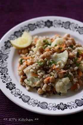 大麦とカリフラワー、ひよこ豆のサラダ