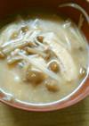 朝食に なめこ えのき 油揚げの 味噌汁