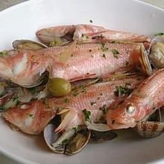 海で釣った細かな魚たちでアクアパッツァ