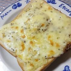 簡単☆目玉焼きチーズトースト