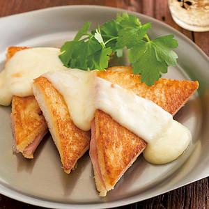焼きサンドイッチのチーズがけ