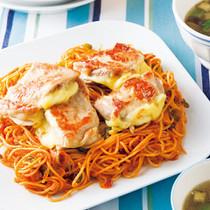 チーズチキンとナポリタンスパゲッティ