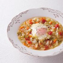 カラフル野菜と落とし卵のスープ