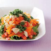 にんじんとトマト、蒸し鶏のサラダ