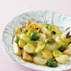 芽キャベツとペコロス、モッツアレラチーズのグリルサラダ