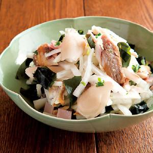 大根と干物とわかめの生姜サラダ