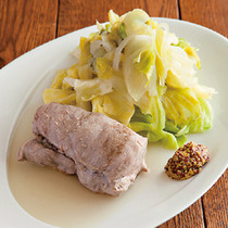 豚ヒレ肉とキャベツ、玉ねぎの蒸し焼き
