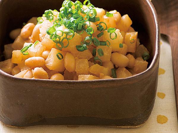 大根と水煮大豆の炒め物