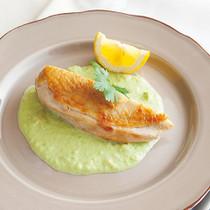 アボカドソース鶏胸肉のソテー