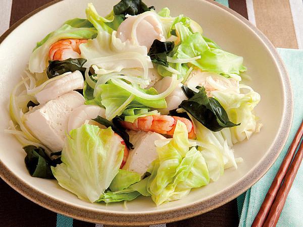 野菜と魚介、豆腐のボリュームサラダ