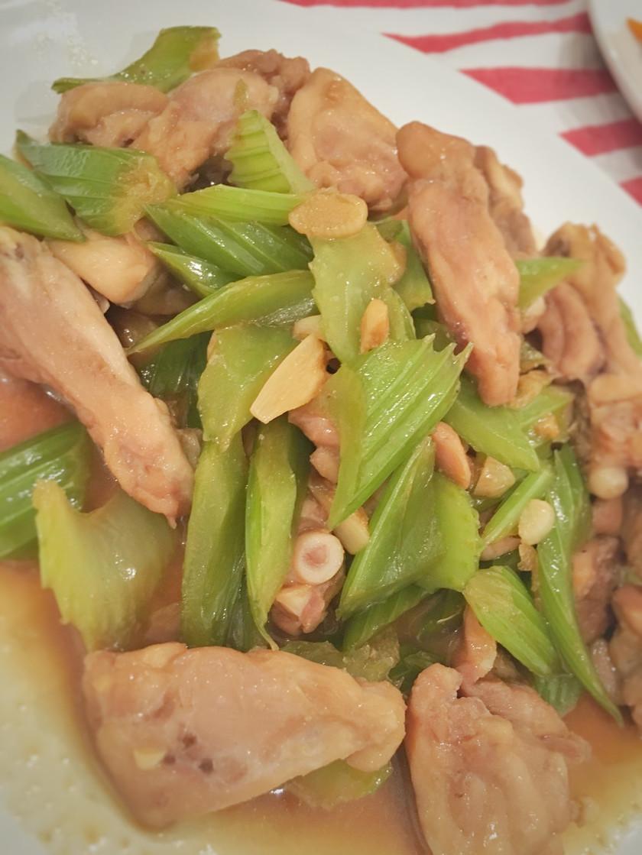台湾料理 セロリと鶏肉の中華炒め