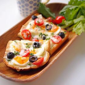 黒オリーブとトマトチーズトースト朝ごはん