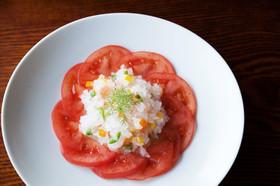 粒こんにゃくとトマトのサラダ