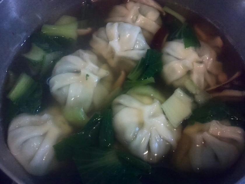 冷凍食品でラク×2☆ニラ饅頭の中華スープ