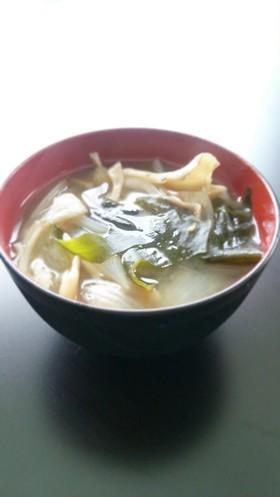 *ヘルシー♡舞茸と玉葱とわかめの味噌汁*