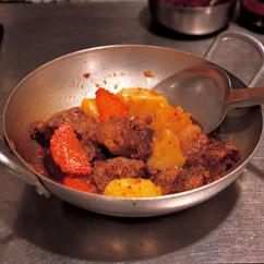 牛肉のチリオイル煮込み