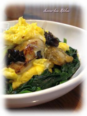半熟卵と牡蠣・きくらげのオイスター炒め