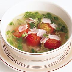ベーコンとトマトのコンソメスープ
