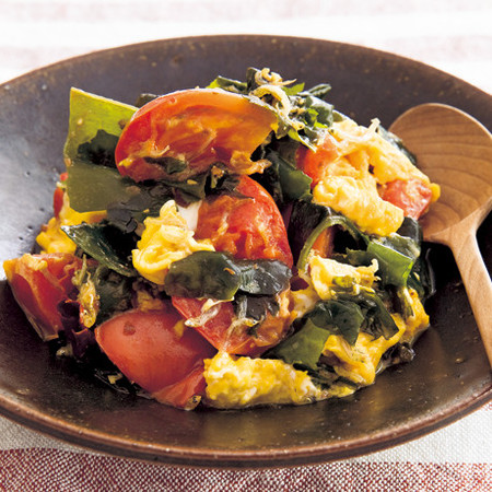 トマトとじゃこのふわふわ卵炒め