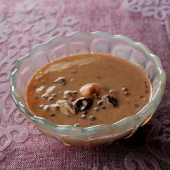 タピオカのパイヤッサム(タピオカとレーズンの黒糖ココナッツミルク煮)