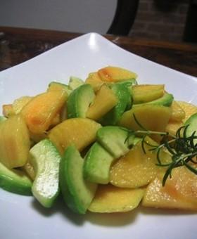 柿とアボカドのシンプルサラダ