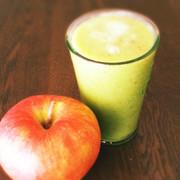 レタスりんご ゆずバナナのスムージーの写真