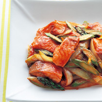 鮭とアスパラのケチャップ炒め