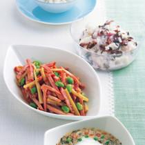 焼き豚とメンマのピリ辛ごま酢(写真左)