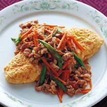 肉野菜炒めのせボリュームオムレツ