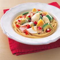 アボカドと卵のカラフルパスタ