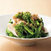 菜の花と蒸し鶏のごま風味サラダ