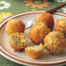 卵とブロッコリーのほろほろコロッケ