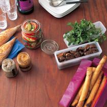 鶏レバーの赤ワイン煮(写真右)